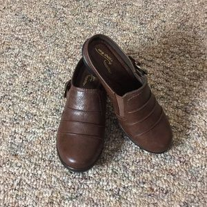 easy street Brown Clogs - Size 7